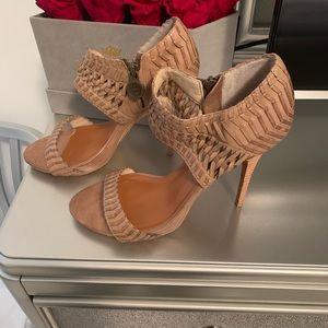 Lovely HOT Platform heel/sandals.